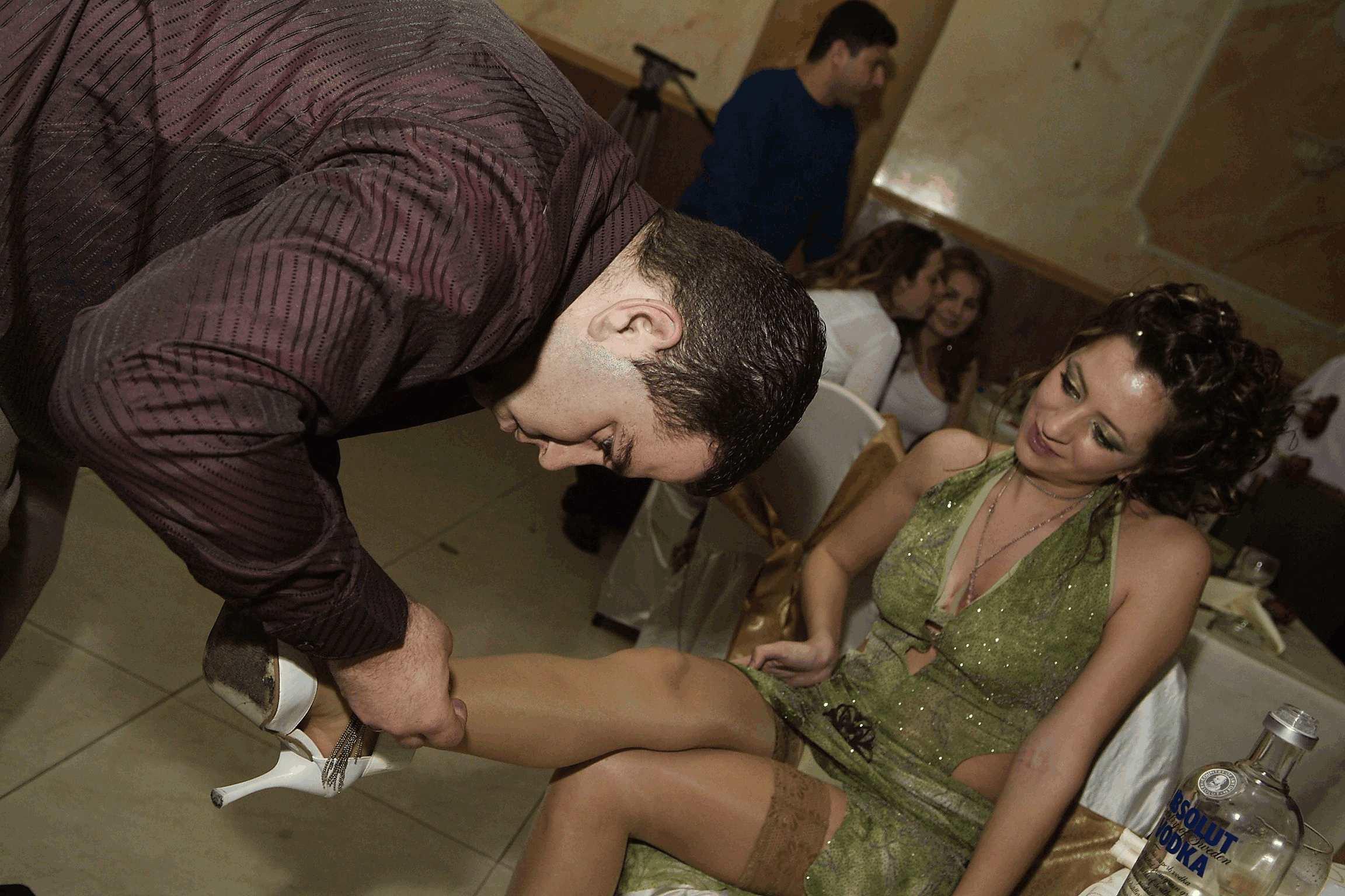 Эротика под юбкой невесты 14 фотография