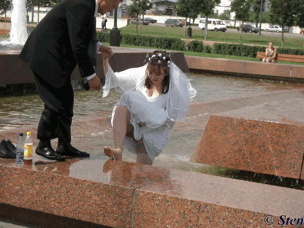 Приколы под юбкой на свадьбе 4 фотография