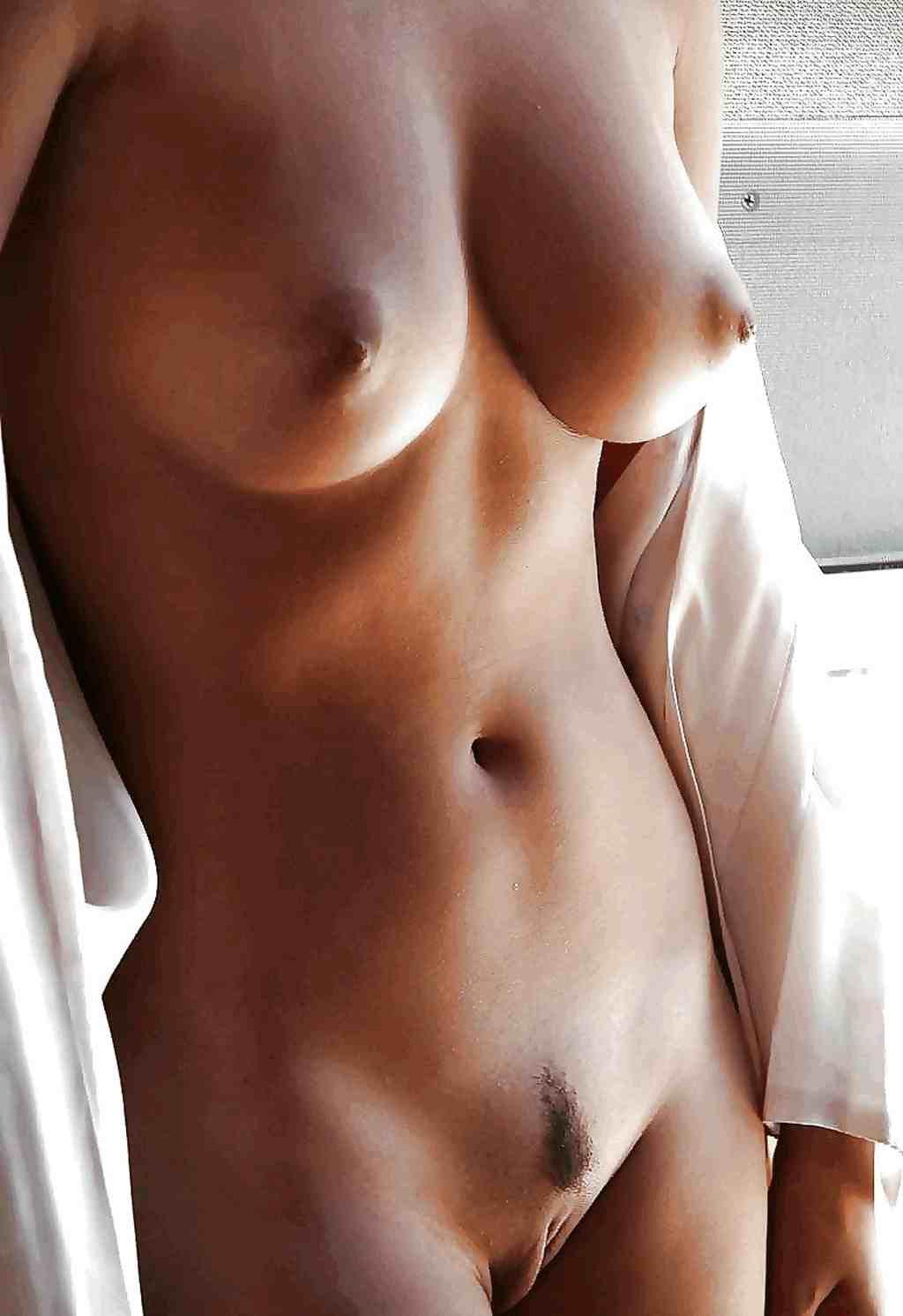 Стоячая грудь открытая вагина 21 фотография