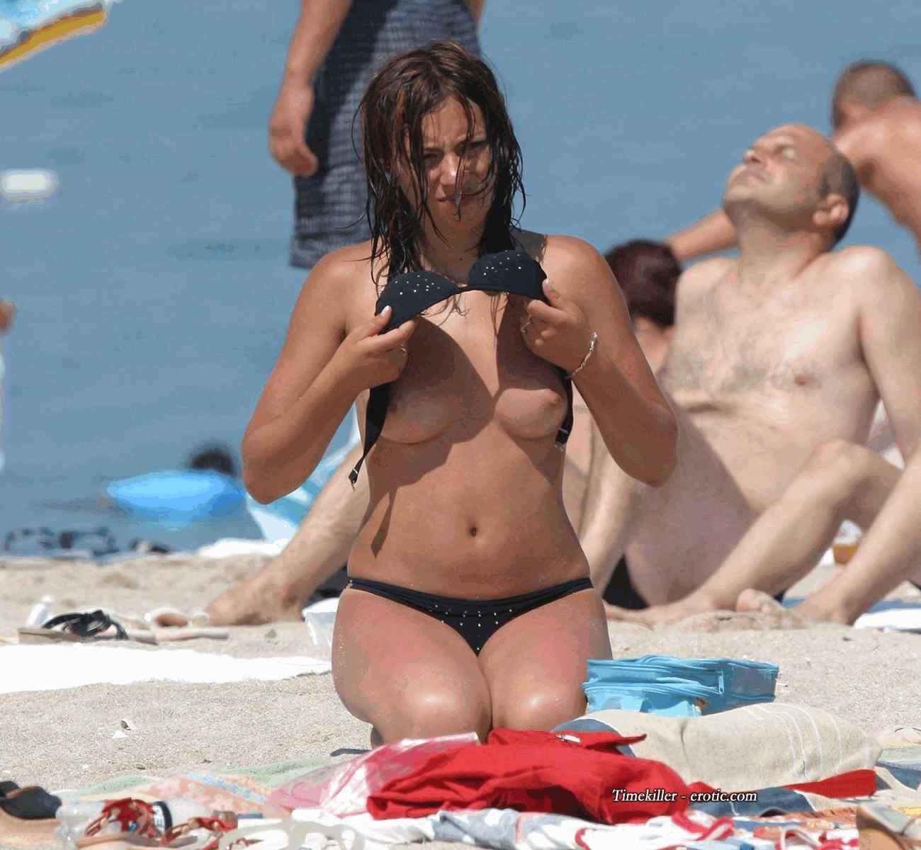 Эротические купальники на пляже фото 19 фотография