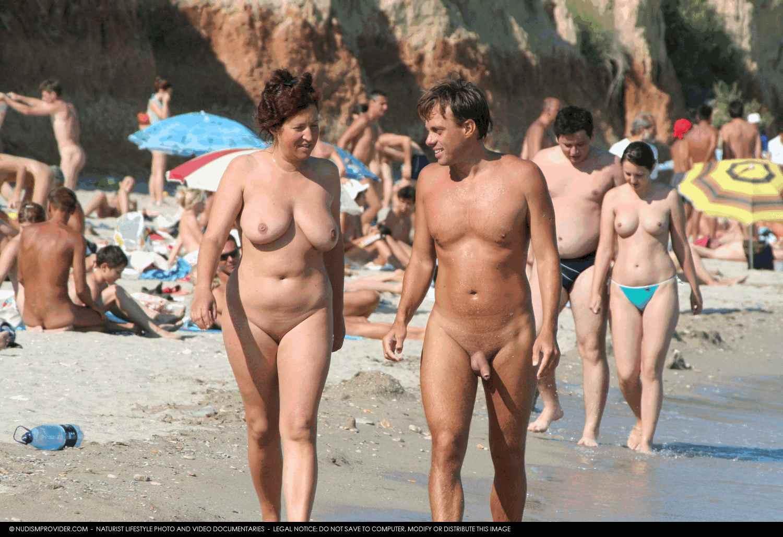 Фото нудистов семейные на пляже 14 фотография