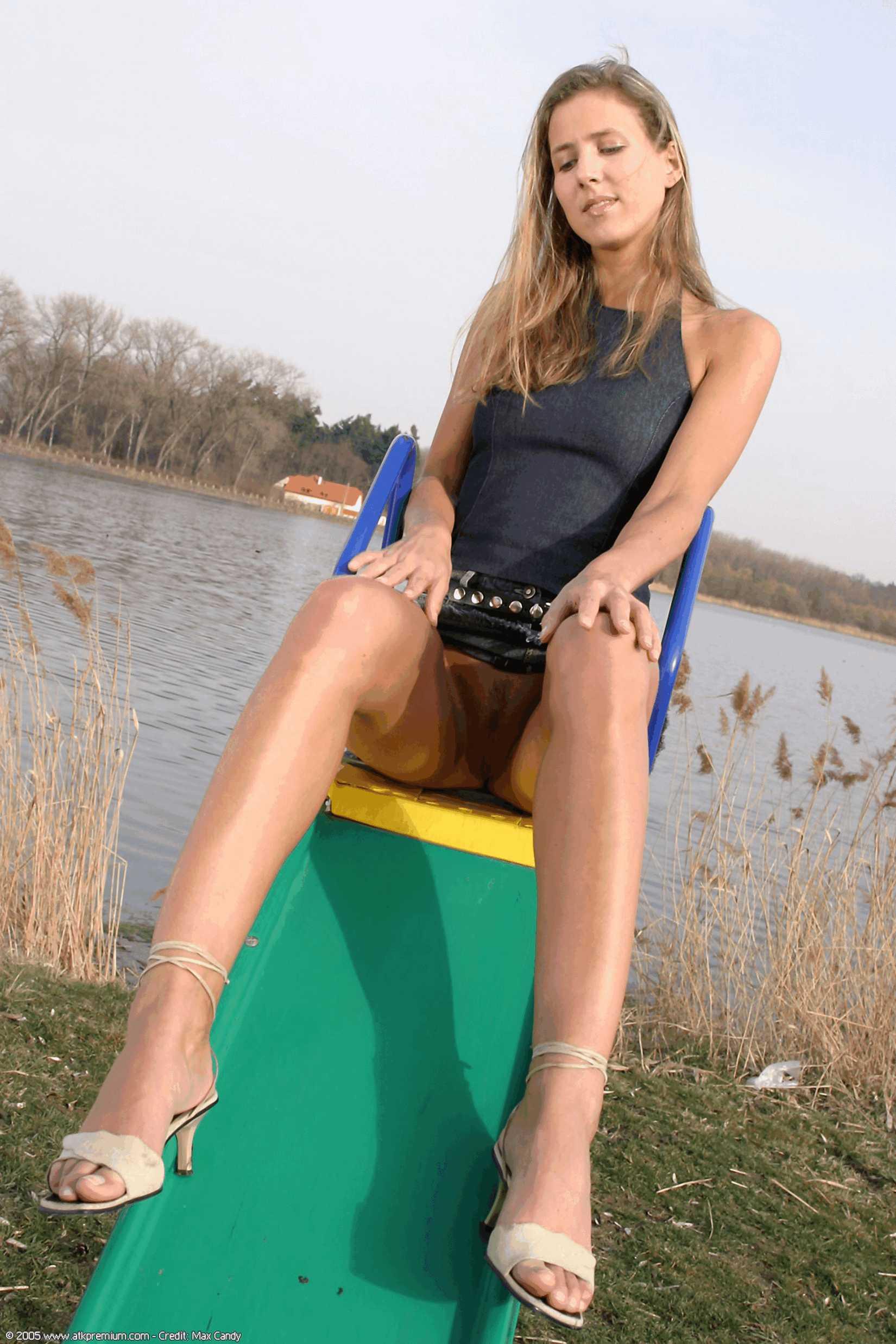 Фото девушек в парке без одежды 8 фотография