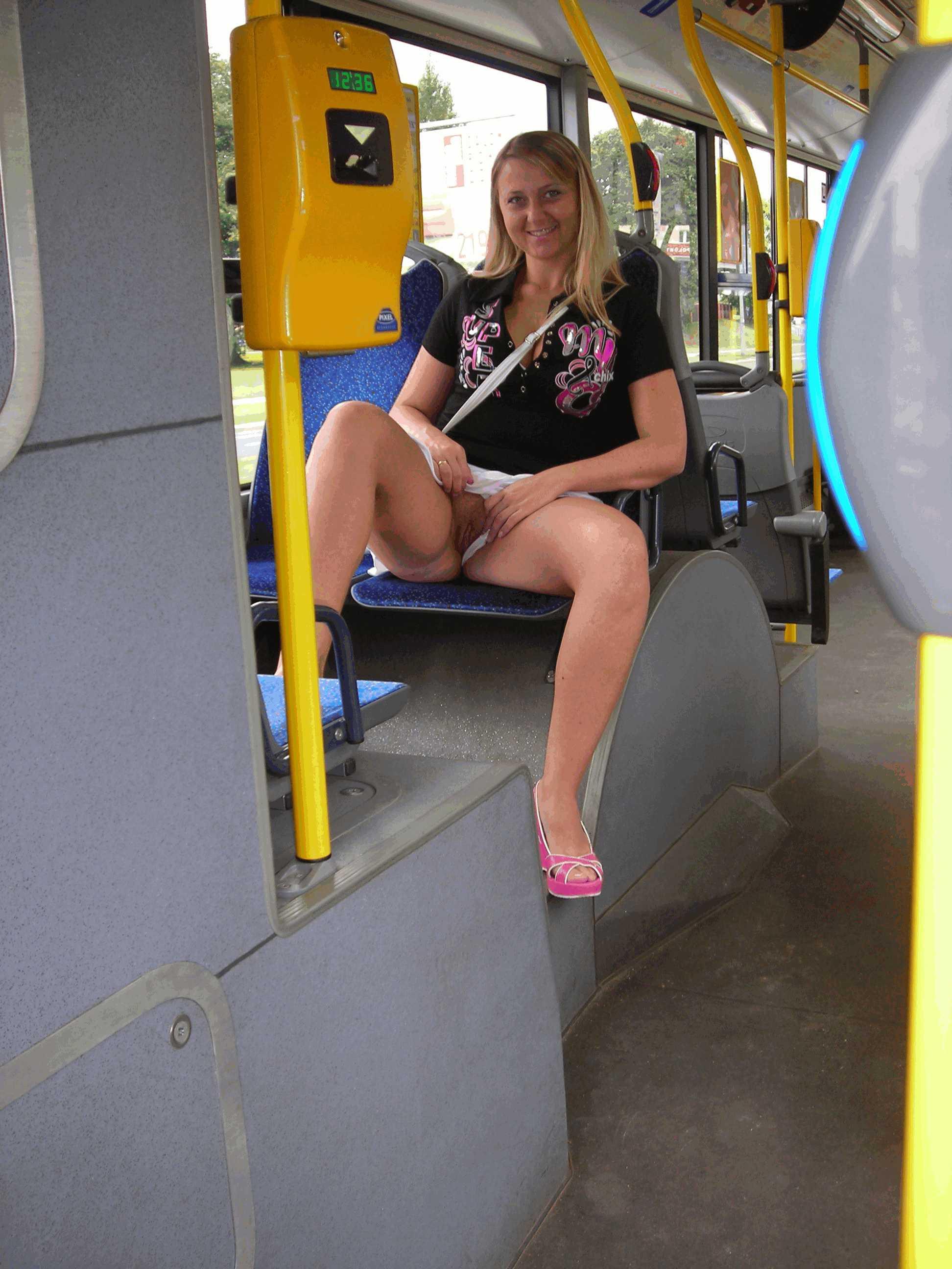 Фото под юбками в автобусе 15 фотография