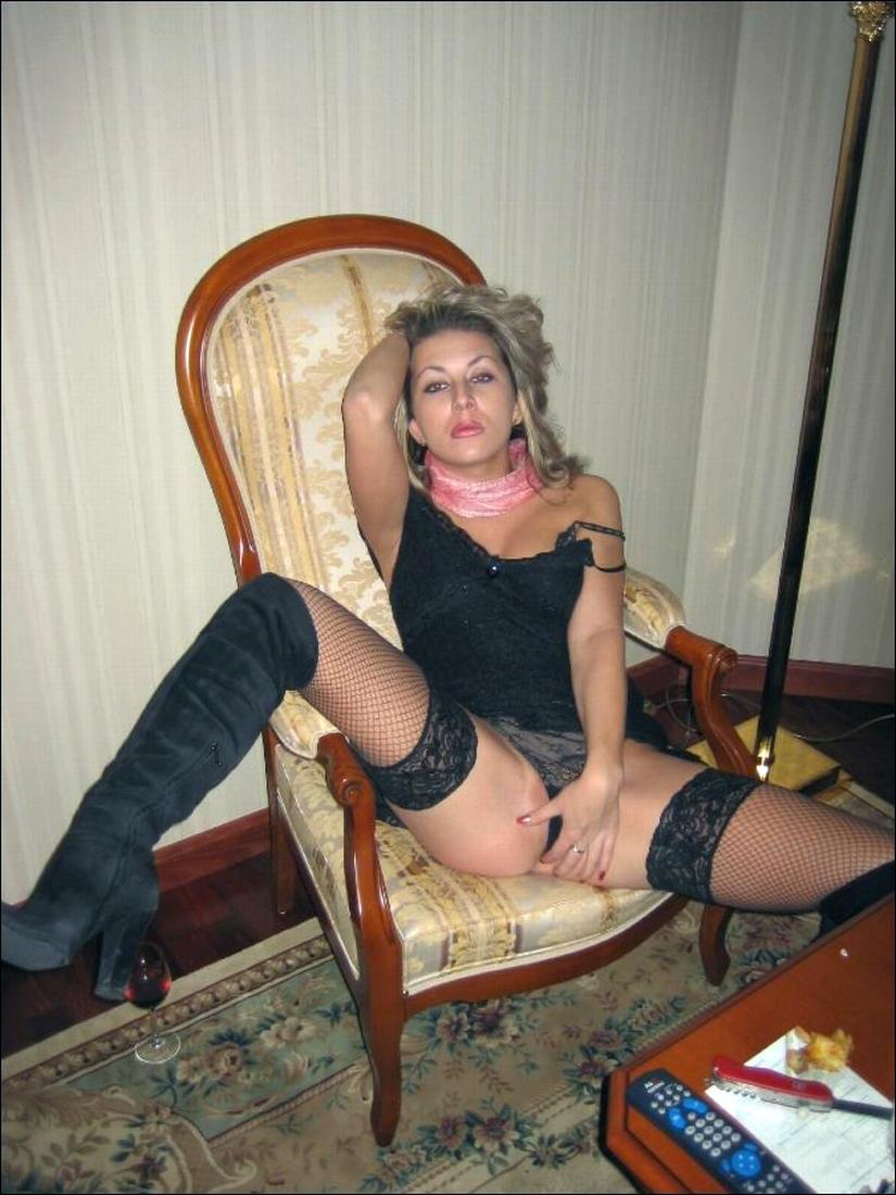 Русская зрелая в сапожках 13 фотография