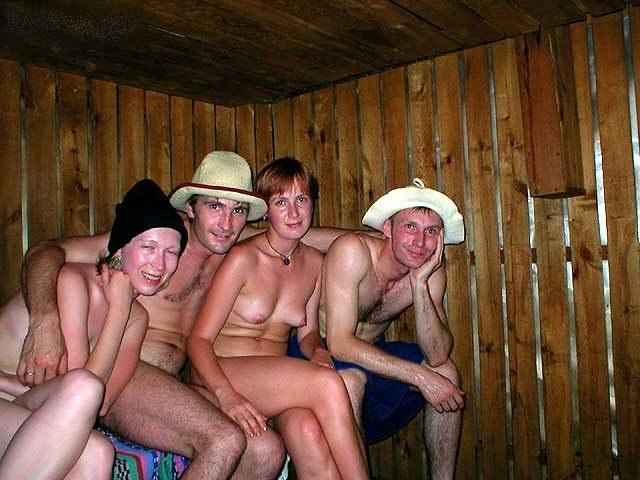 женьшины купаются в сауне голые фото