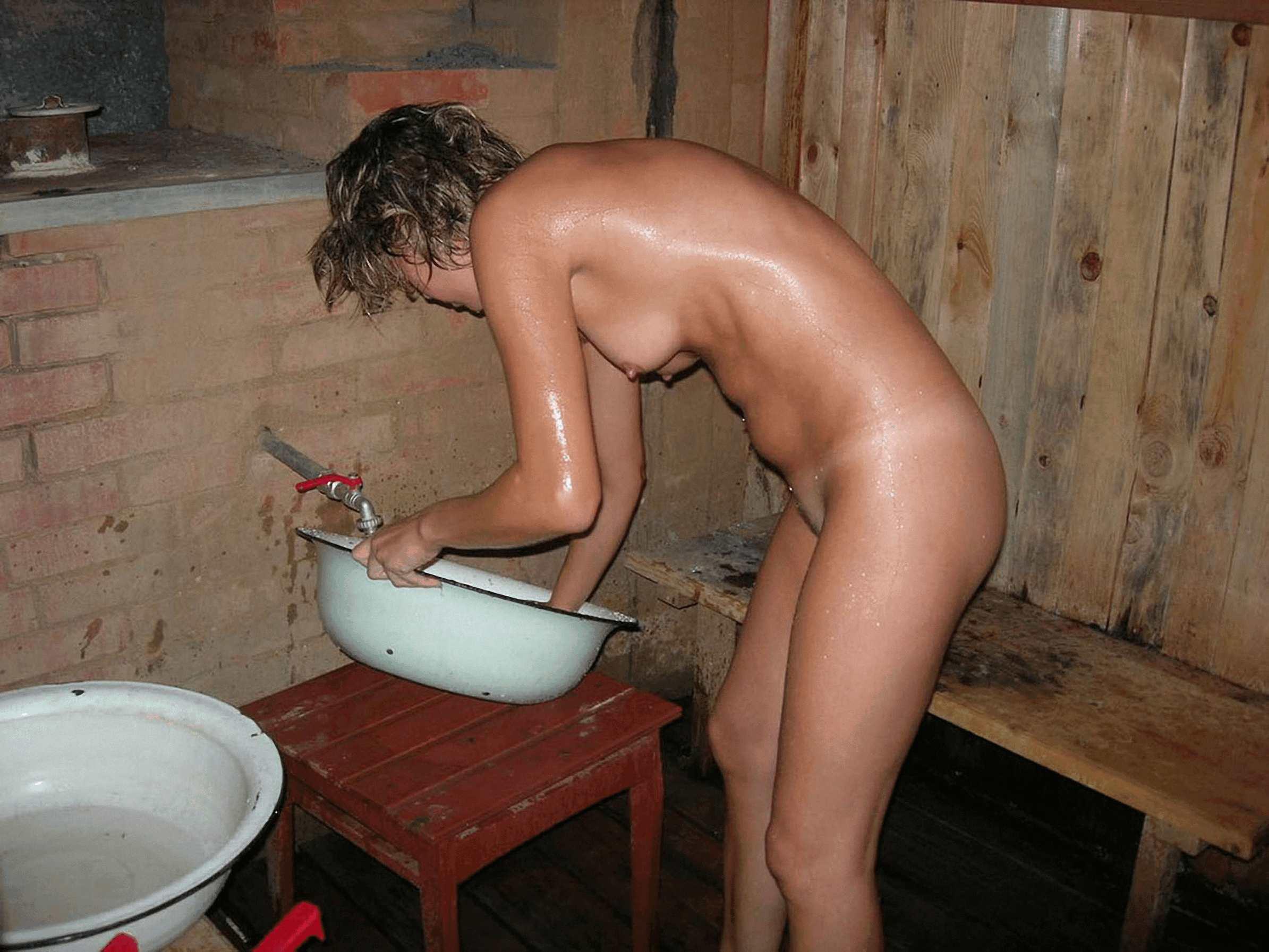 Фото девушки моются в бани 3 фотография