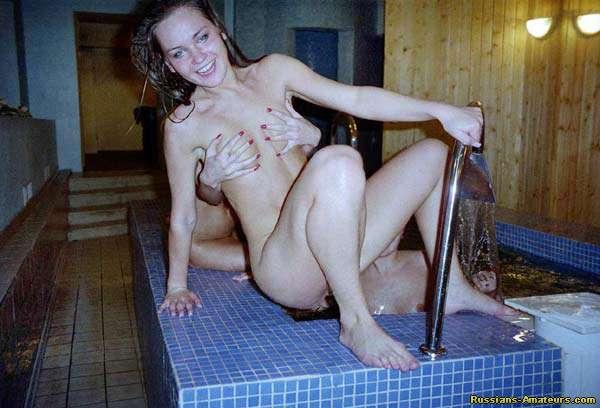 девушки моются в душе фото