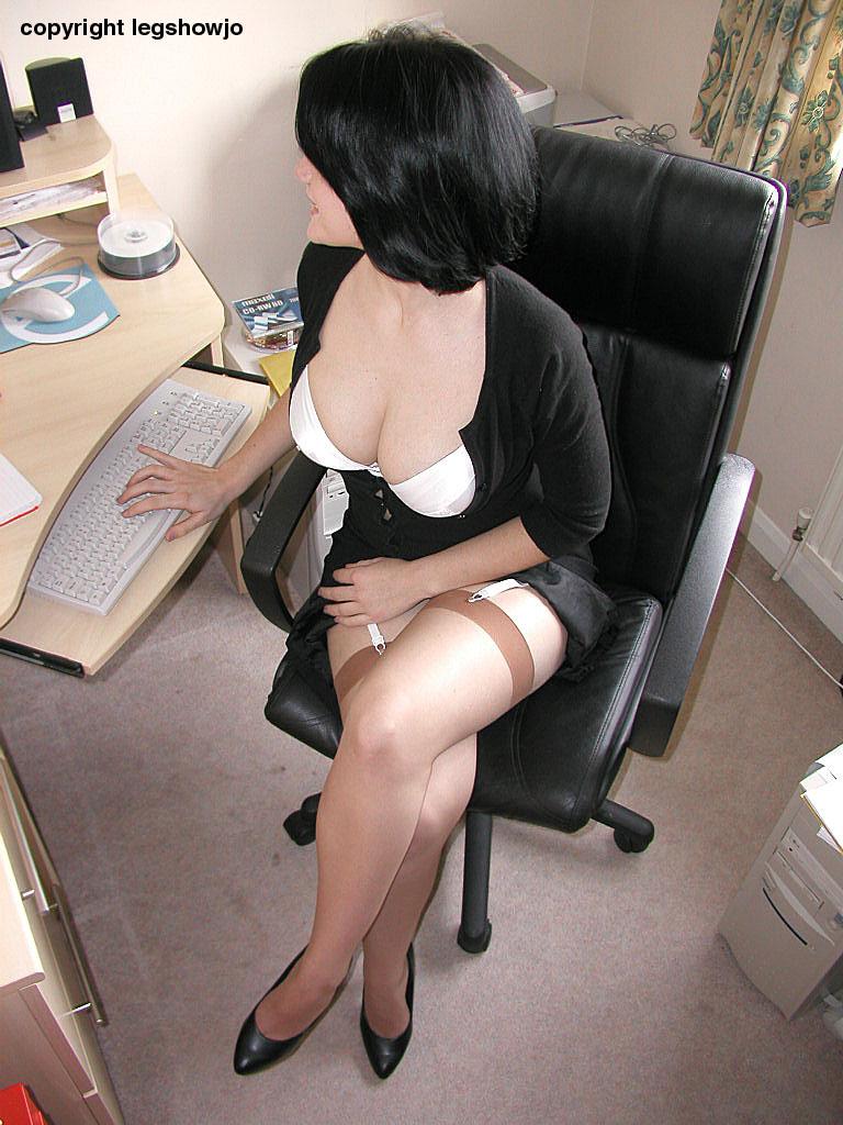 зрелые женщины голые в чулках