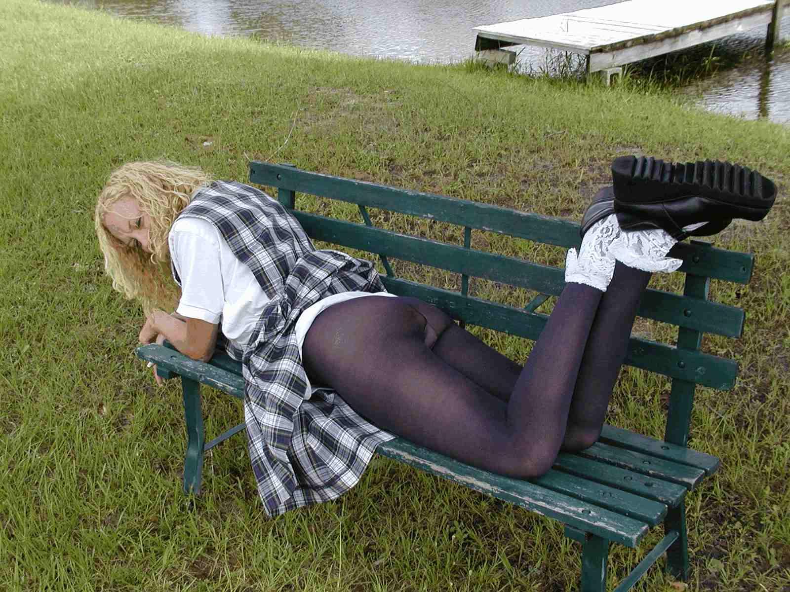 Раздвинула ножки у своей подружки 6 фотография