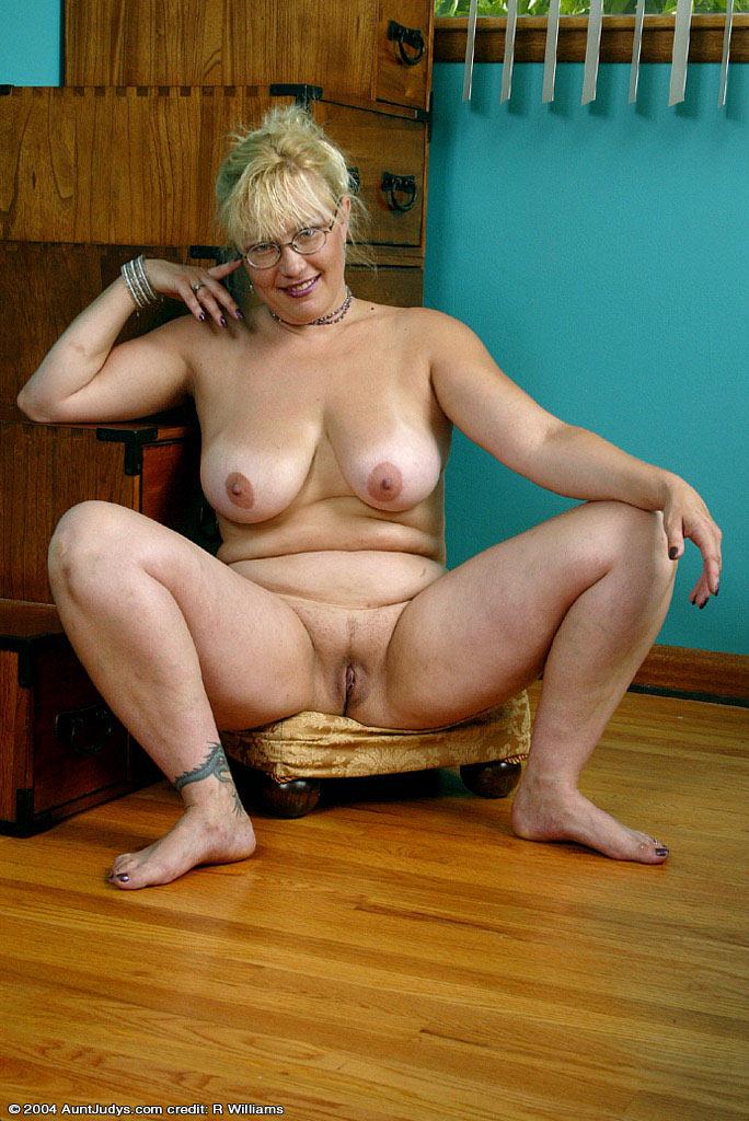 Голая старуха на столе порно 98607 фотография