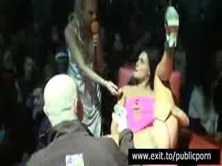 Общественные Мастурбация И Оргазм Конкурса На Сцене