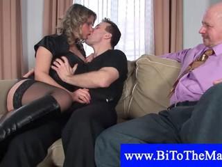 Горячая Блондинка Приглашает Друга Для Секса Втроем Групповой Секс