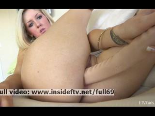 Эмили Любительских Блондинка Мастурбирует Свою Киску С Огромными Фаллосами