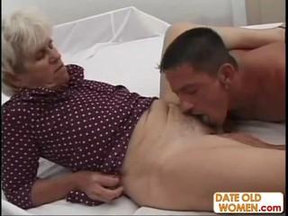 Бабушка Получает Глубокие Трахает Молодой Петух