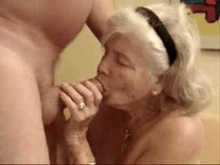 Очень Старая Матушка Наконец Пиющий Мою Сперму