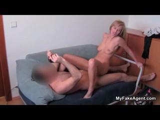 Сексуальная Блондинка Шлюха Сходит С Ума Верховой Езды