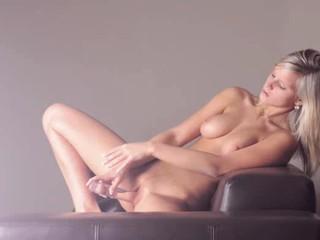 Красивая Блондинка С Помощью Геля Фаллоимитатор