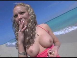 Горячая Блондинка Малыш На Пляже