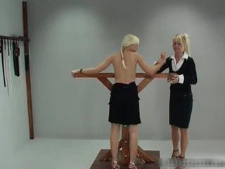 Великолепная Блондинка Hottie Люси Связан И Взбитыми 1 По Elitespanker