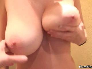 Пышногрудая Блондинка Получает Horny Демонстрируя Ее Большие Натуральные Сиськи CumFlavors