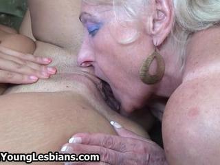 Зрелая Блондинка Бабушка Любит Имея Лесбийский Секс И Лизать Киски По OldNLesbians