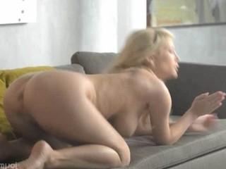 Супер Гей Blonde Babe Потирая Клитор