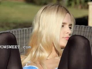Невероятные Блондинка В Дразнить Обувь