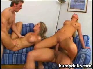 Две Сексуальные Малышки Получить Rammed И Глотать Сперма