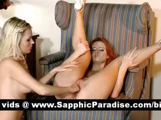 Ангельский Brunette И Блондинки Лесбиянки Целуя И Облизывая Ниппели И Имеющие Лесбийский Секс
