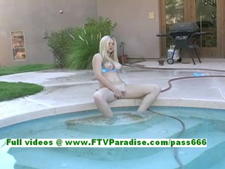 Элисон Чувственный Пышногрудая Блондинка Подросток Теребит Киску У Бассейна