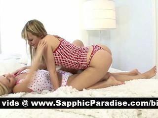 Умопомрачительная Блондинка Лесбиянки Целуются И Имея Лесбийской Любви