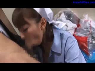 Уборщица Дает Минет Получать Ее Рот Трахал Деловой Человек Кончить В Рот На Полу