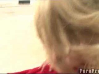 Невинных Блондинка Подросток Учится Минет