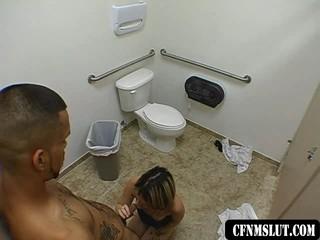 Девушка Получает Fucked На Заправочной Станции Ванная Комната