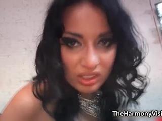 Сексуальная Брюнетка Шлюха Ездит на Жесткий Петух С Ее Задницу В 3some По TheHarmonyVision