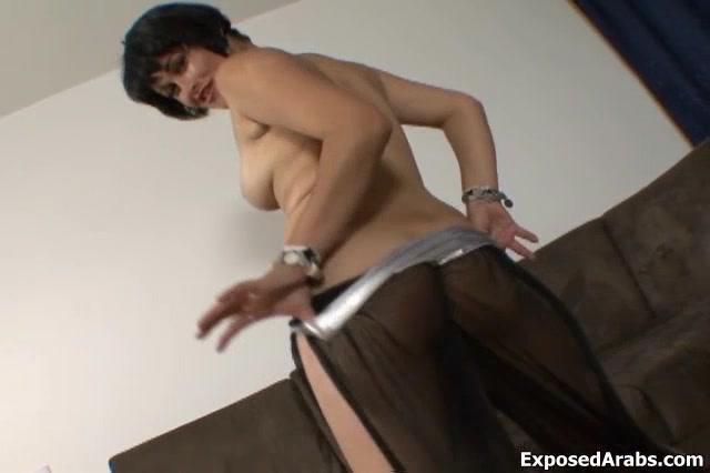 Сексуальный Природных Bellydancing Арабской Девушки