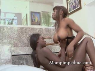 Сексуальный Черный Женщины Хотят Лесбийской Любви Как Они Раздеться И Готов Кончить