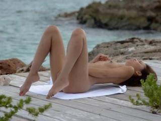 Экзотические Модели Мастурбировать На Пляже