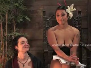 Brunette Азии Госпожа Dominatrix Пытать Секс-Рабов В Садо Мазо Секс Видео