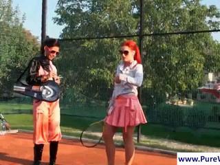 Лесбиянки Получает Wild На Поле Теннис