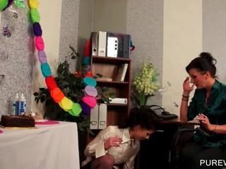 Lesbo Мотыги Получить Messy В WAM Сцены