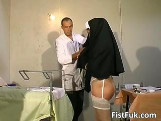 Эти Два Грязных Врачи Вещи Монахиня Секси