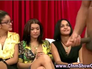 Три любителя Девочки Смотрят CFNM Парень Мера И Дрочить