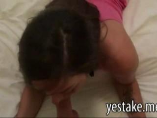 Девушка Показывает Свой Большой Зад И Имеет Трудное Время В Первый Раз Анальный