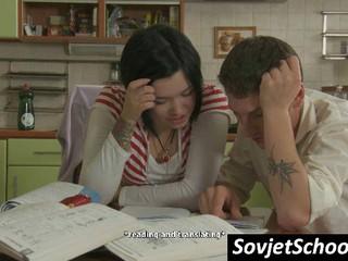 Секси Русские Школьницы Становится Непослушным