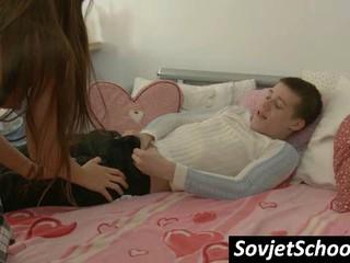 Российская Школьница Дает Оральный Секс