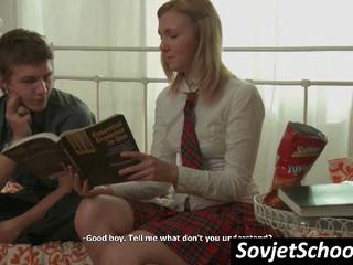 Застенчивый Российской Школьница Получить Тело Поцеловал