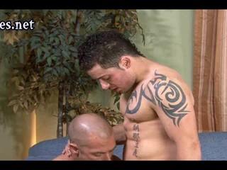 Татуировки Gay Облизывая Член И Получить Проник