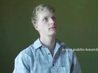 Покорное Gay Ребята Получает Свою Задницу Лизнул В Общественном Ванная Комната И Вынуждена Высасыват