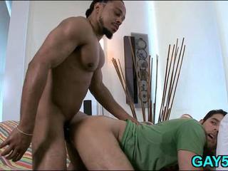 Sexy Boy Попыток Проглотить